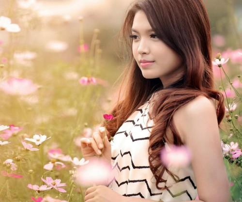 garota_com_flor.jpg